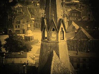 un virado color ocre para representabe el día y los interiores en Nosferatu