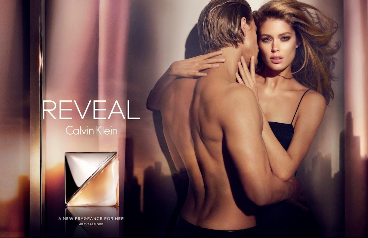 """Doutzen Kroes y Charlie Hunnam, protagonistas de la campaña de la nueva fragancia de Calvin Klein, """"Reveal"""""""