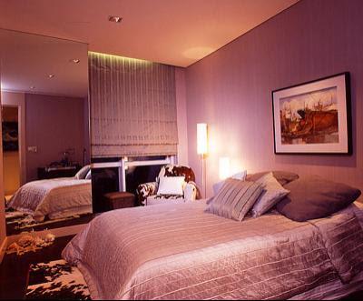 Warna Ungu Dapat Memberikan Kesan Yang Romantis Pada Bilik Tidur Cermin Diletn Ini Bagi Luas