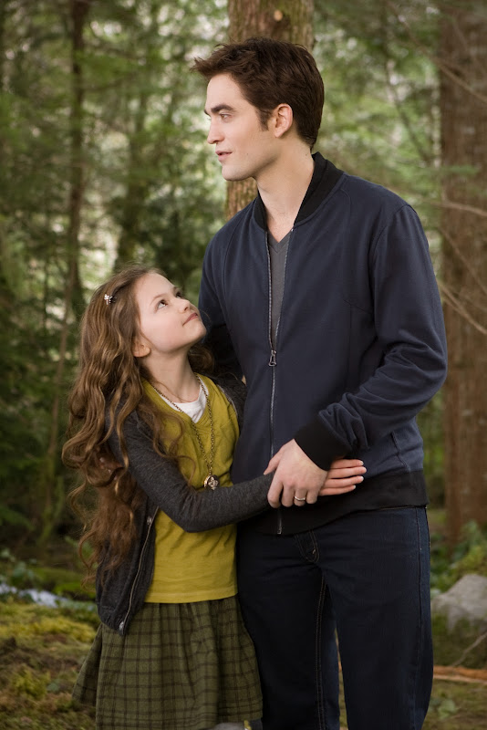 Robert Pattinson and Mackenzie Foy in Breaking Dawn part 2
