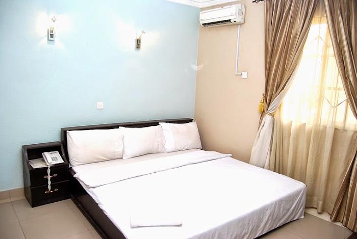Limelite Hotels room