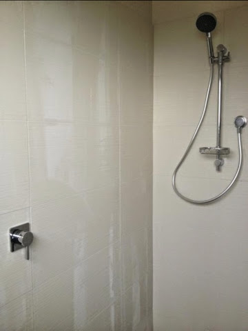 ensuite shower
