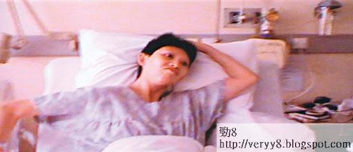陣痛嗌救命 <br><br>陣痛期間,蔡少芬在牀上典牀典蓆,更大嗌救命,身邊張晉惟有不停安撫她。