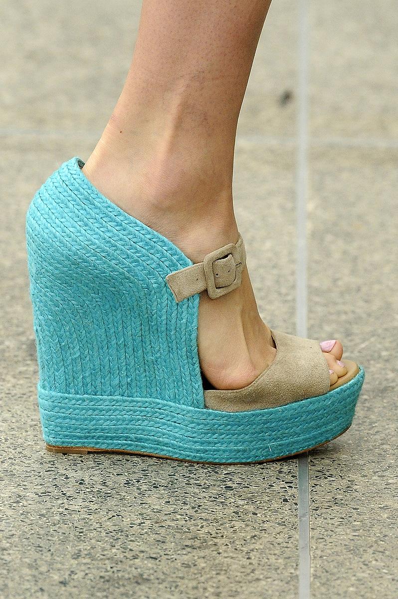 Fashion Show  Обувь Весна-Лето 2011 коллекция Mary Katrantzou S S 2011 3f779de0775