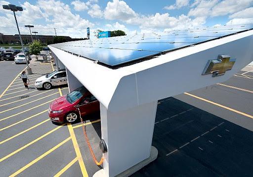 Chevrolet Busca Energía Solar Para el Volt y las Concesionarias