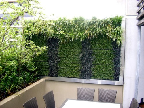 Keeping up with the joneses vertical gardens for Cheap vertical garden