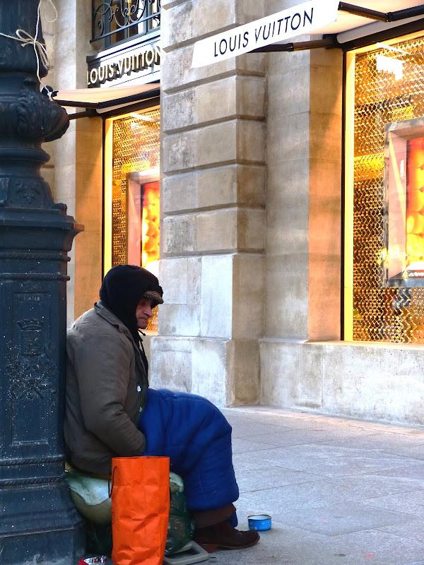scènes de rue dans quartier huppé de Paris P1020066