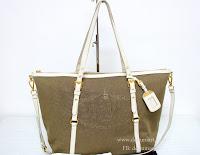 http://store.dokumart.com/prada-br4253-logojacquardtote/product-725558.html