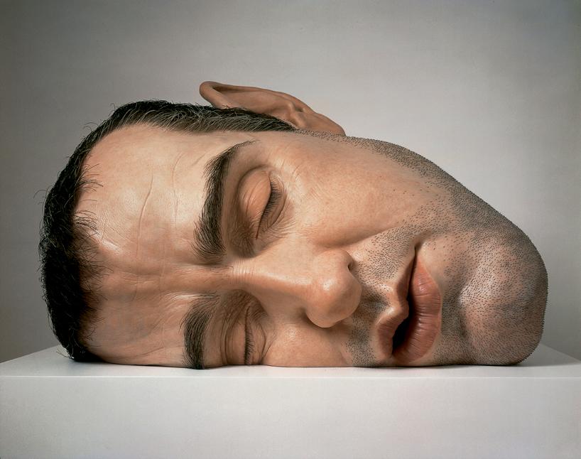 *超現實主義 Ron Mueck 藝術家:呼之欲出極逼真人像雕塑! 1