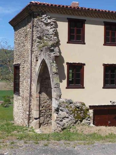 Reste de rempart du château de Saint-Ilpize