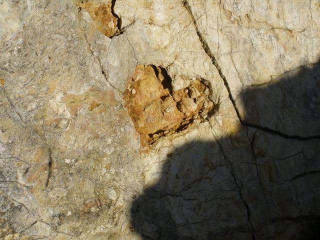 coeur dans la roche