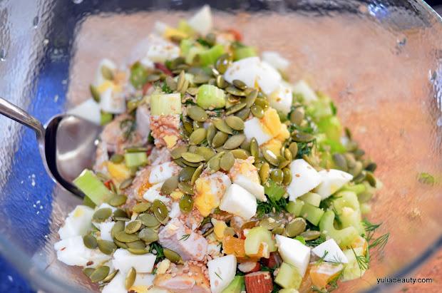 салат диетический с курицей и овощами семечками