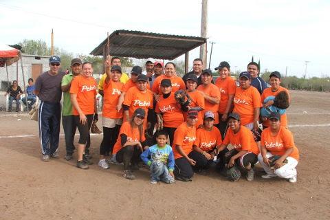 Equipo Pekes de Bustamante del softbol femenil del Club Sertoma