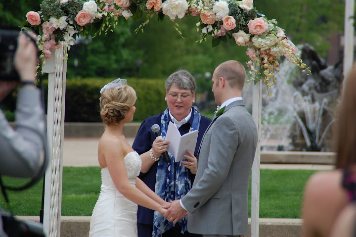 Ingalls Mall wedding ceremony in Ann Arbor, MI