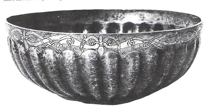 Broderie sur tunique viking ( Le retour ! ) Urnes+bowl