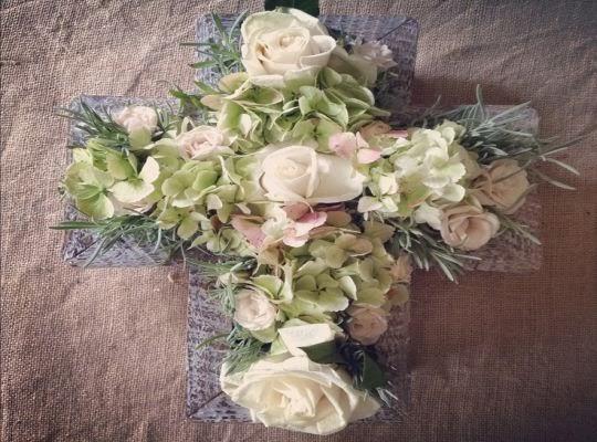 Juego de arreglo floral para bautizo
