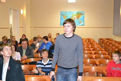 Un pats lielākais 12.klašu grupā un ar visvairāk kilogramiem smadzeņu - Kārlis Alsiņš no Aizputes vidusskolas.