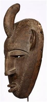 маски и статуи, которые, как и у догонов, изготовляются кузнецами, принадлежащими к особой этнической группе