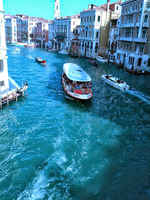 Canal Grande,shot northwards from Rialto Bridge ©PetyPeter  (Zoom in (+): Recommended watching in a ...