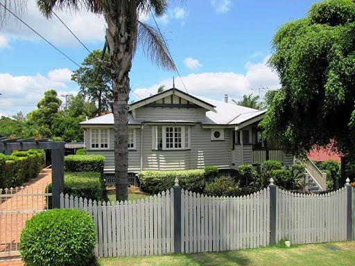 Lilyfield life a lovely queenslander for Queenslander exterior colour schemes