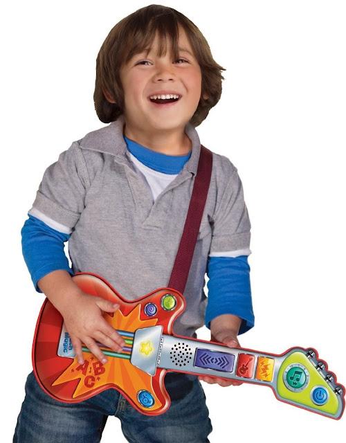Đàn guitar cảm ứng LeapFrog Rockin' Guitar dạy bé những kỹ năng âm nhạc từ rất sớm