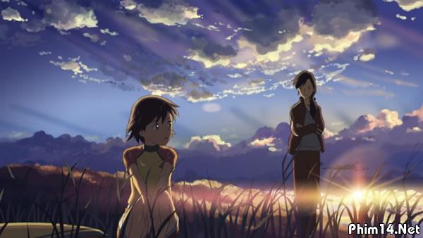 ... rơi của hoa anh đào. Ý định của Makoto Shinkai muốn nói về con người,  về việc họ đã bắt đầu cùng nhau và rồi dần rời xa nhau như thế nào.