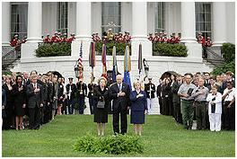http://upload.wikimedia.org/wikipedia/commons/thumb/e/e5/Thatcher_2006_September_11_event.jpg/260px-Thatcher_2006_September_11_event.jpg