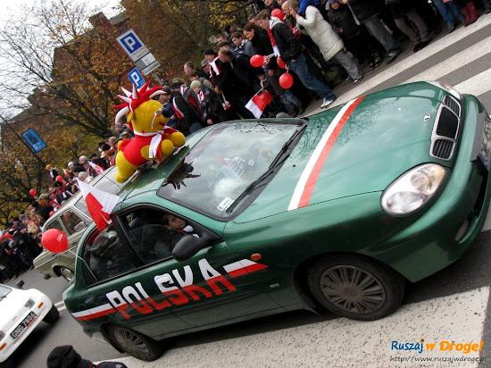 przyozdobione auta na dzień niepodległości