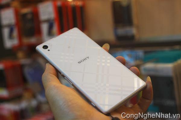 Dán mặt sau Sony Xperia Z1 (SO-01F) hoa văn ô vuông