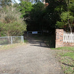 Vale St entrance to Blackbutt Servicetrail (55349)