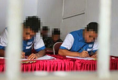 Berita foto dan video SINAR NGAWI terkini: 5 pelajar yang tersandung hukun laksanakan UN 2015 dari Balik jeruji besi