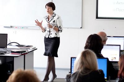 Лекцию читает Елена Тихомирова
