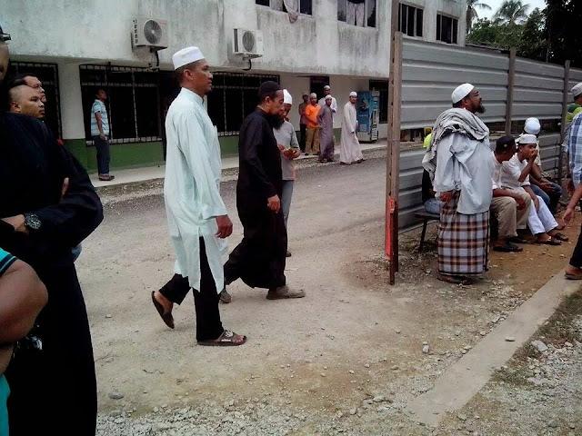 Ustaz Azhar Idrus hadir solat jenazah Ustaz Abu Bakar Chik