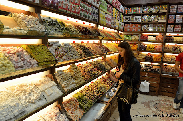 Магазин сладостей, специй и чая в Стамбуле