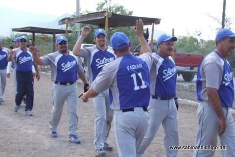 Fabián Rodríguez felicitado por el equipo SUTERM en el softbol del Club Sertoma