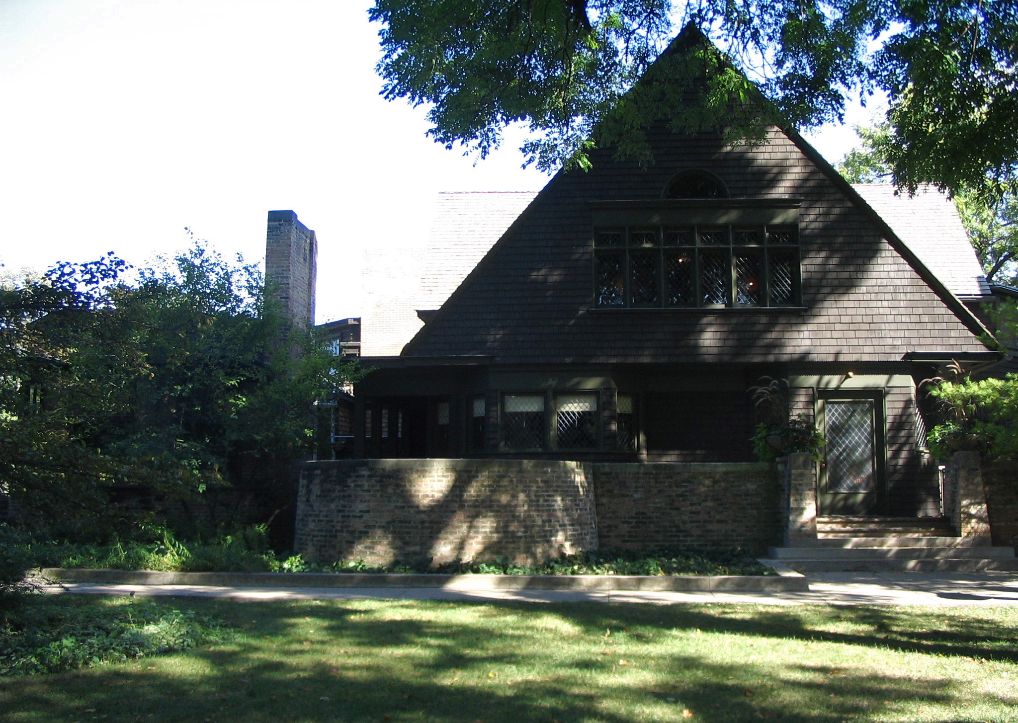 frank lloyd wright house studio chicago architecture revived frank lloyd wright completed this house studio for his new family in 1889 before he developed his prairie style architecture nestled in the comfortable