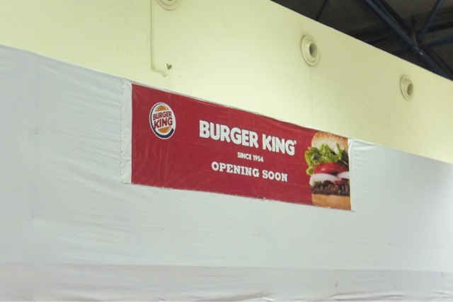 burger-king-sign-noibaiairport-vietnam バーガーキングの看板