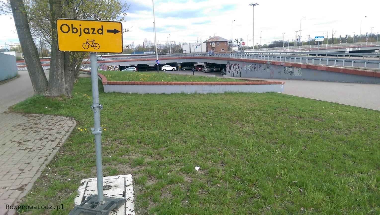 Znaki postawiono nawet w miejscach, gdzie jakiś rowerzysta mógłby zabłądzić