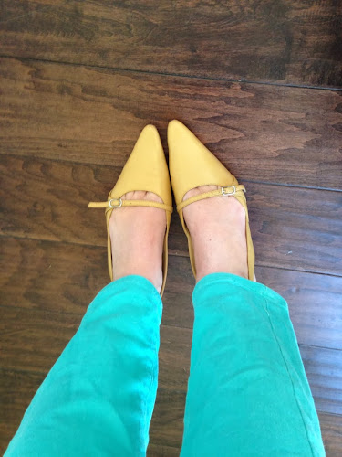 Golden yellow pointy toe shoes, thestylesisters, fashion Friday