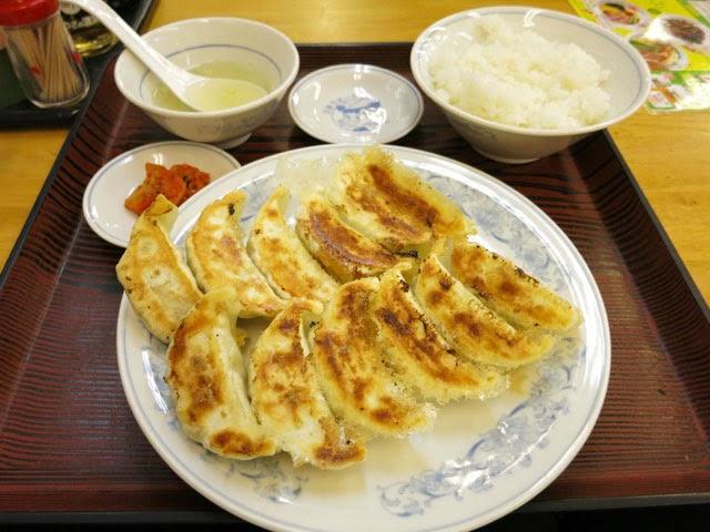 餃子2枚、12個付いたダブル餃子定食490円