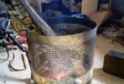 Суровый быт киборгов: еда на мангале и костерки в урнах