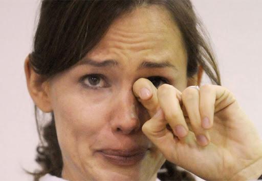 https://lh6.googleusercontent.com/-JPXMT8CtYgg/Uj8SljgIeFI/AAAAAAAABcs/6PJsqtDYwUE/mulher-chorando.jpg