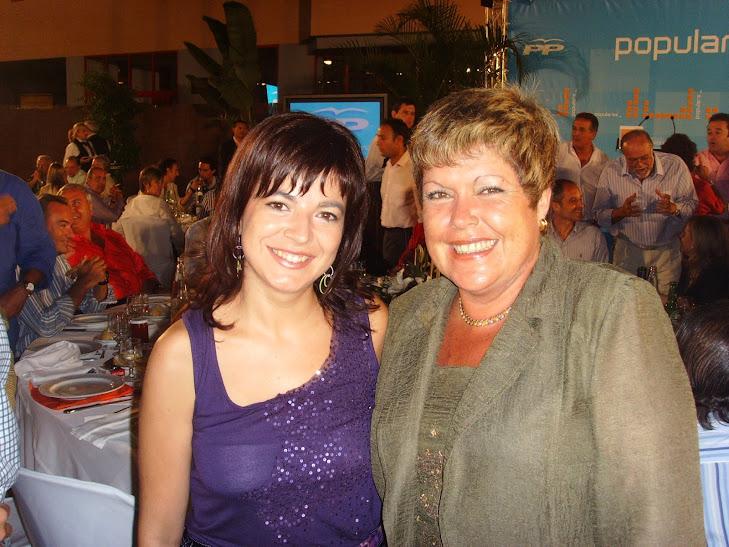 Celia Lledo con la Perla, Milagrosa Martínez, ex Ppresidenta de Las Cortes Valencianas y alcaldesa de Novelda
