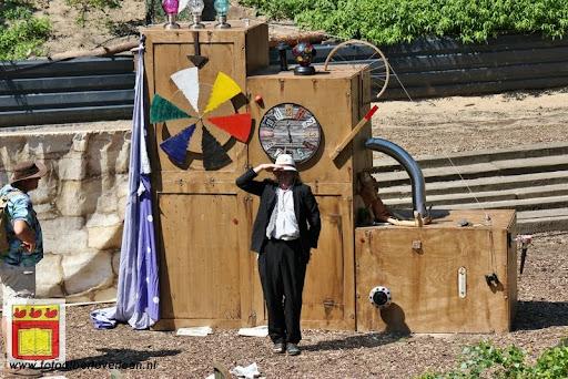 Sjluuk & Co en de geheime speelgoedmachine Openluchttheater Overloon 25-07-2012 (28).JPG