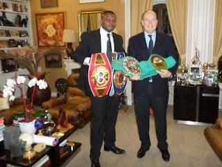 Le boxeur congolais Junior Ilunga Makabu aux côtés du prince Albert de Monaco.