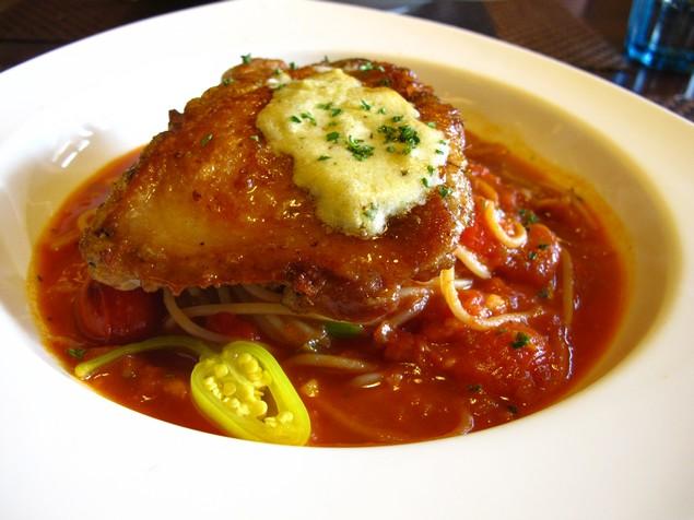 夠義式創意料理-墨西哥辣味嫩雞腿義大利麵