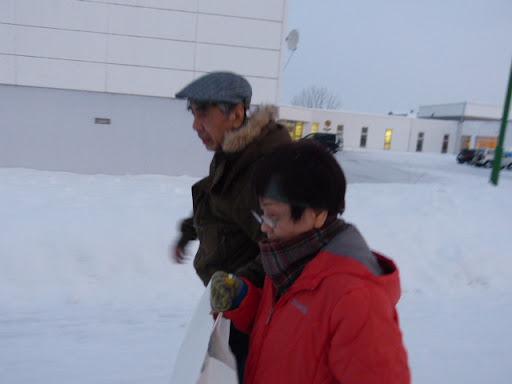 雪の中を歩きます