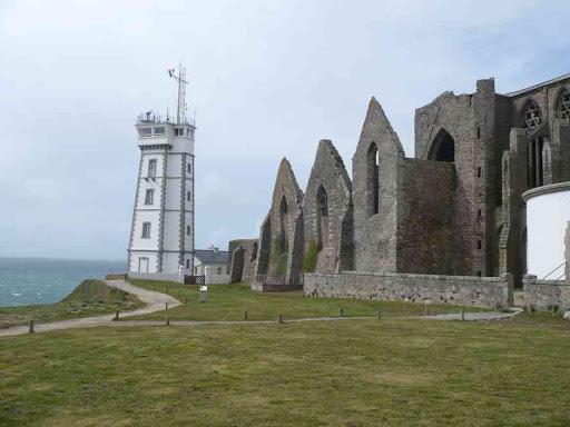 Le phare et l'abbaye de la pointe de Saint-Matthieu