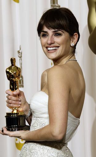 Penélope Cruz recibiendo el Óscar
