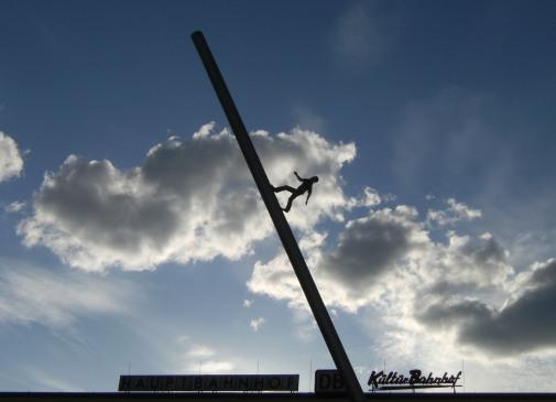 Man walking to the Sky (Himmelsstürmer) von Jonathan Borofsky: Überbleibsel der documenta 9 vor dem Kasseler